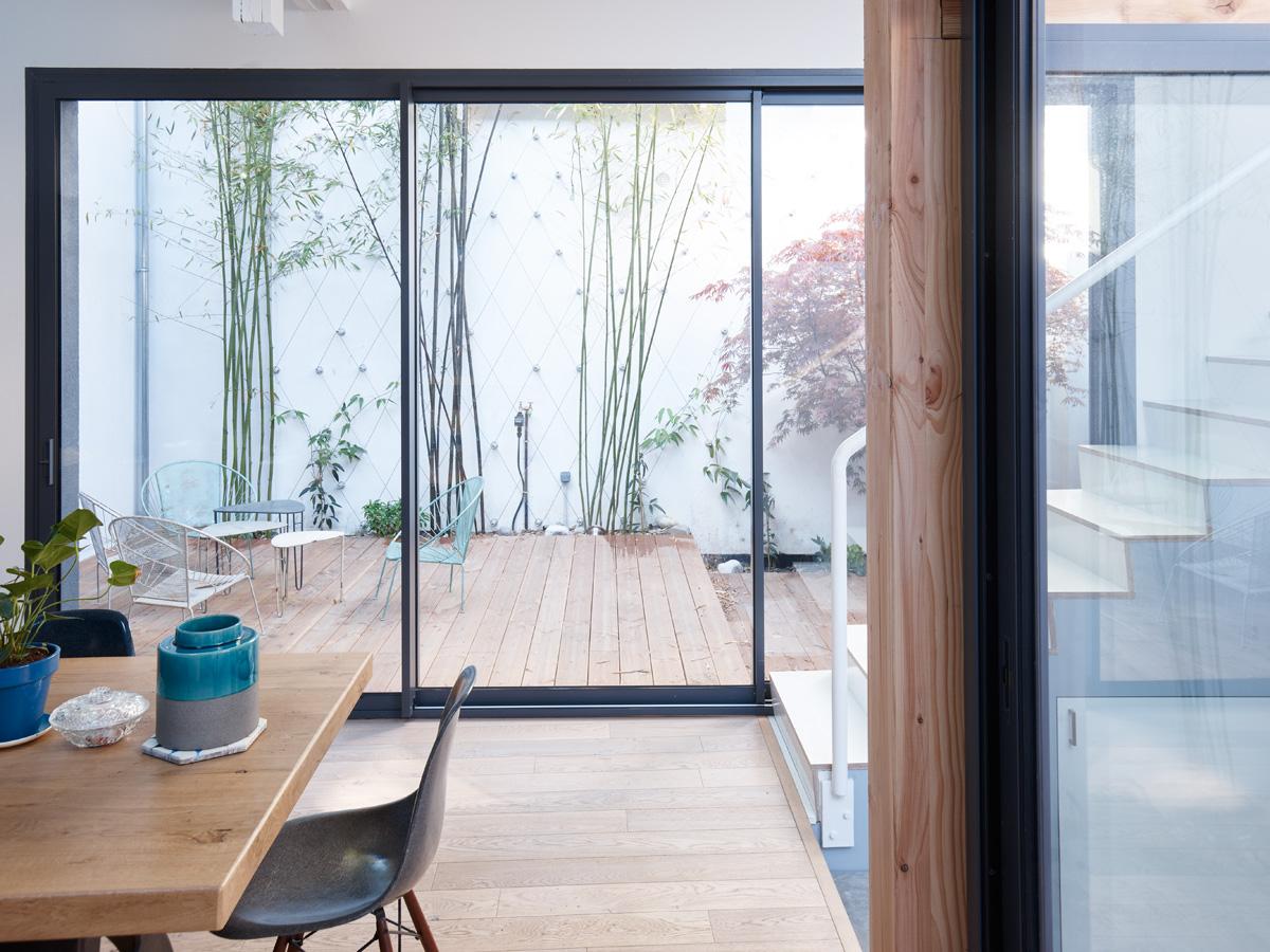 Construction maison de ville : salle à manger sur cour intérieure