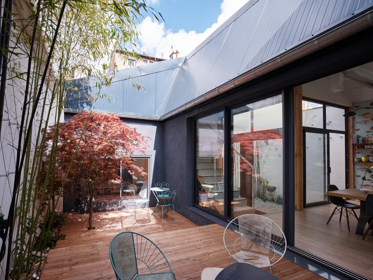 Construction maison de ville : terrasse sur cour, vue d'ensemble