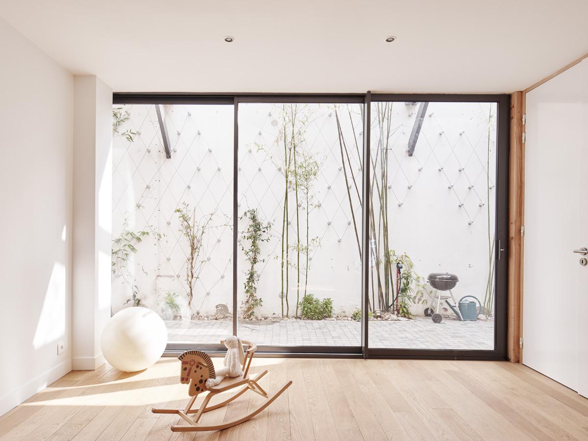 Construction maison de ville : porte-fenêtre sur cour